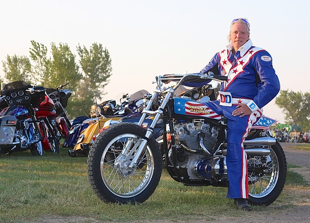 doug-danger-to-recreate-evel-knievel-s-22-car-jump-on-a-harley-davidson-video_2