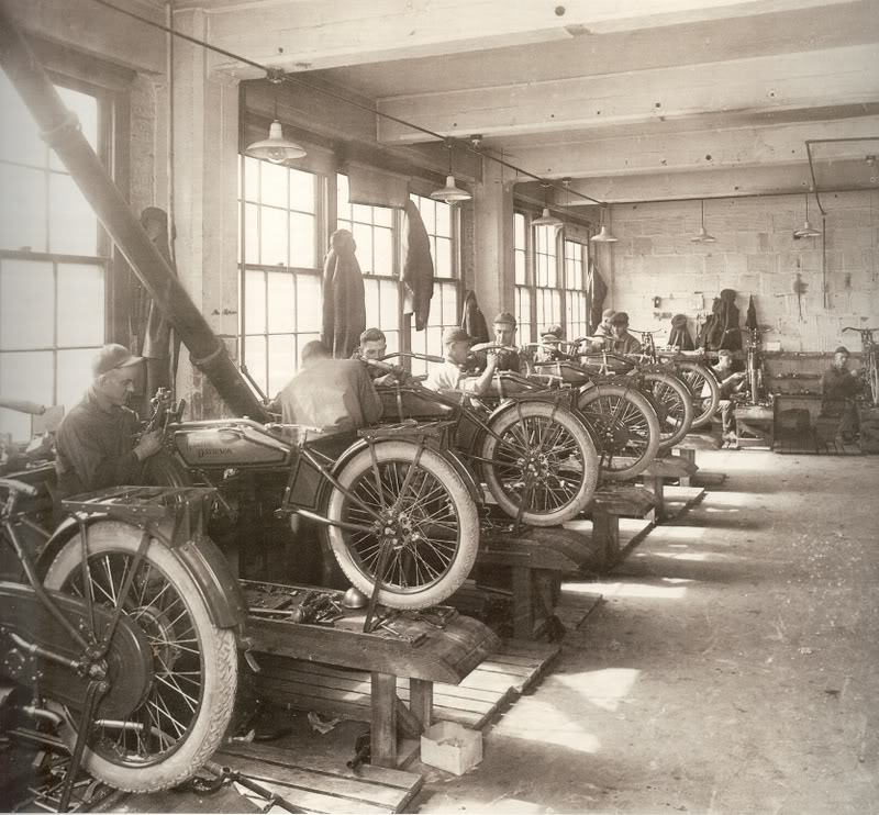 THE HARLEY-DAVIDSON PRODUCTION FLOOR, EARLY 1900'S