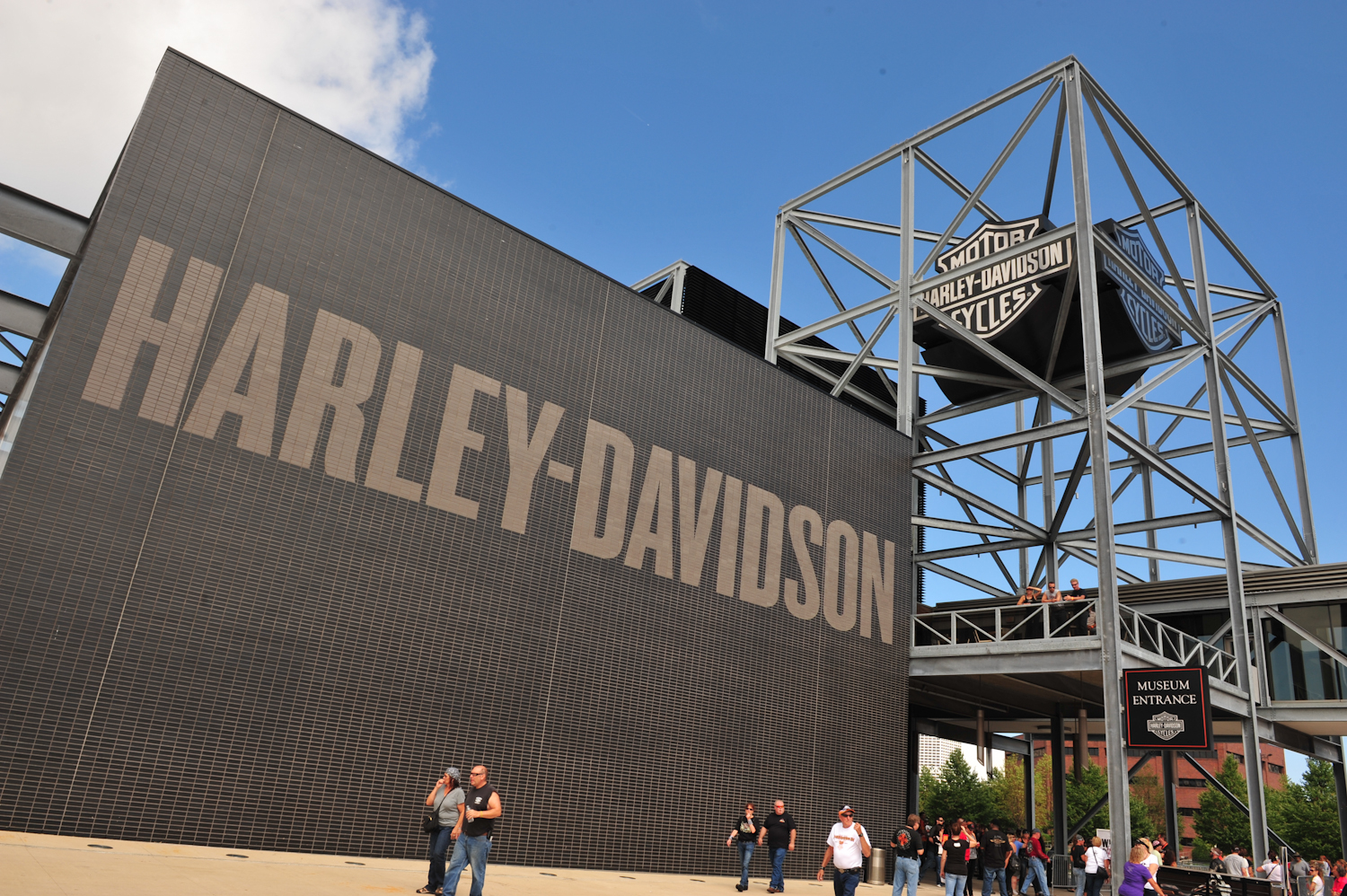 BANGO VISITS THE HARLEY-DAVIDSON MUSEUM® TO HELP BUILD A LEGO® MYSTERY MURAL