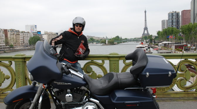 Ride in Paris and meet the Statues of Liberty Replicas